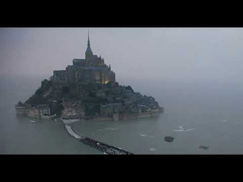 'Tide of the Century': Thousands Flock to Ancient French Abbey for Rare Supertide
