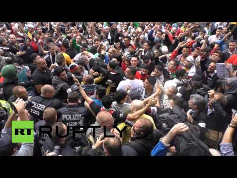 RAW: Pro-Palestinian protesters clash with pro-Israelis in Berlin