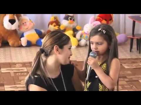 Посмотреть ролик - Смотреть: Мама с дочкой поют на 8 Марта ролик танец мамы и