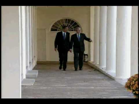 DL Hughley Breaks the News - Obama and Bush at White House Video
