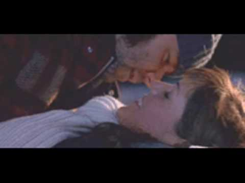 Russell Crowe - Kisses