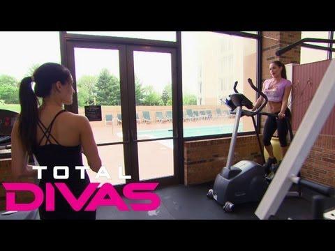 Brie Bella tells Nikki Bella she and Daniel Bryan are moving to Phoenix: Total Divas, Aug. 4, 2013