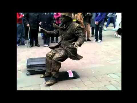 La asombrosa estatua humana