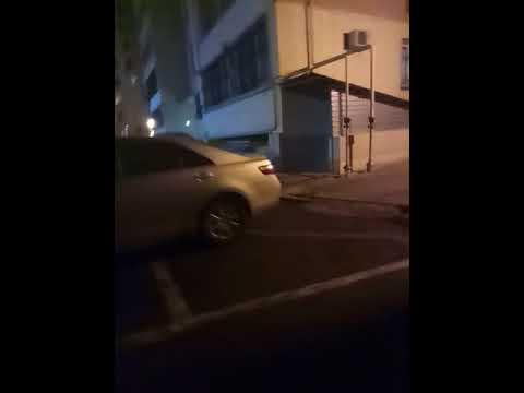 Напал чудик и его телохранительница!