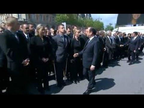 CET HOMME REFUSE DE SERRER LA MAIN DE FRANCOIS HOLLANDE ( hommage aux policiers )