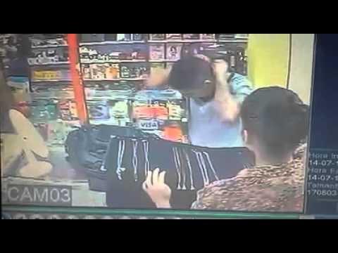 Vídeo mostra ação de bandido em assalto à joalheria no Centro de Camaçari - BAHIA