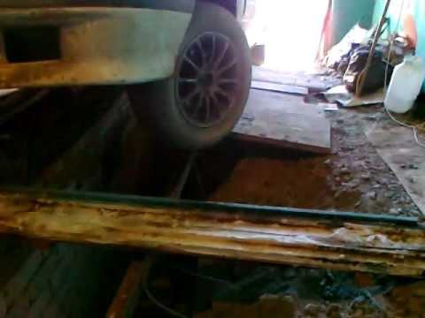 машина провалилась в смотровую яму
