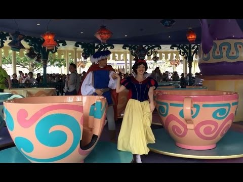 Travel Japan Tokyo Disneyland : Snow White & Alice at Tea Party