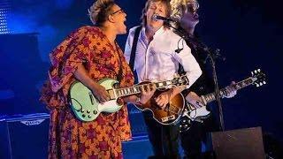Paul McCartney @ Lollapalooza  **Complete, Uncut Performance** (720p) July 31, 2015