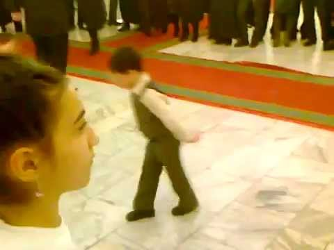 ابرع طفل يرقص.flv thumbnail