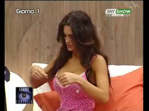 Cristina Del Basso Cambio Costume Super Tette Grande Fratello9