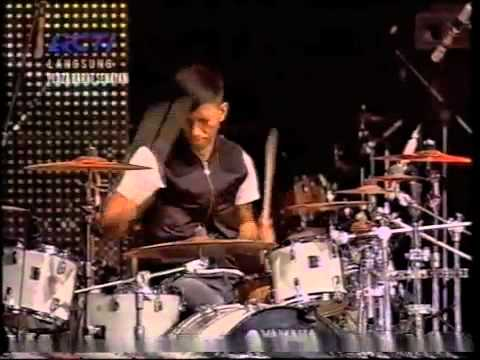 CLEAR Indonesia - Konser #AyoIndonesiaBisa T.R.I.A.D - Cinta Gila