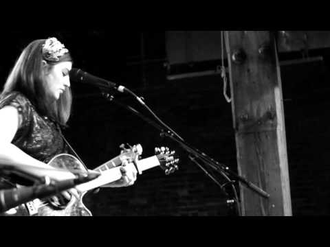 New acoustic pop music 2011 Rebecca Moreland Can't Shake the Heartache Nashville