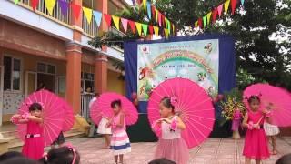 """Tiết mục múa """"Đi học"""" do các bé lớp mẫu giáo 5-6 tuổi B thể hiện!"""