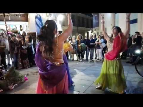 Bollywood y Bhangra Ajaa Nachle, Tune Mari Entriyaan, Nagada Shang Dhol, Raahe Raahe