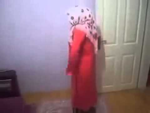 Arabic Girl Pray Funny!!!!!!!!!!!!!!! video