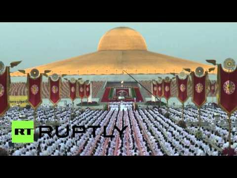 В Таиланде тысячи буддийских монахов отметили праздник Макха Буча