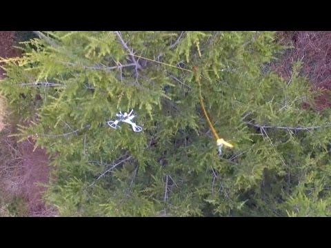 木に引っ掛かったドローンをドローンで釣り上げる!?