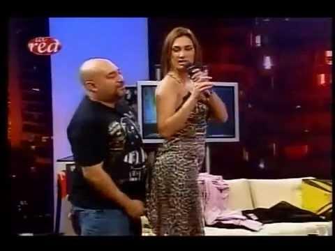 Así Somos: Andrea Dellacasa sacándose la ropa