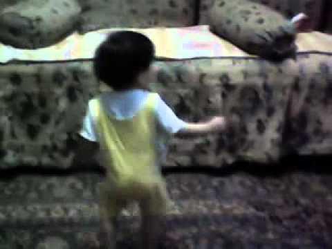 اصغر طفل  مصرى يرقص هندى thumbnail