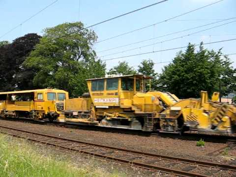 BAM-RRF diesel locomotive pull strukton work train!!!