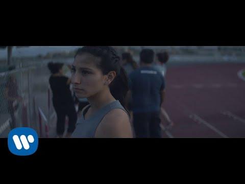 Jesse & Joy - Un Besito Más [Video Oficial]