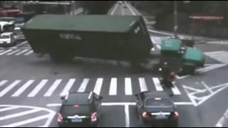 කොහේ ගියත් පොඩි අපිටමයි කරදරේ... බලන්නකෝ මෙයාට මොකද වෙන්නෙ කියලා  crazzy accident