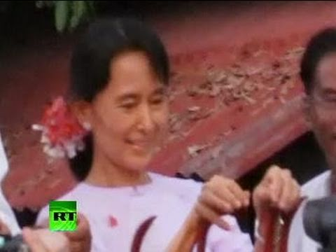 Video of Aung San Suu Kyi released, met by cheering crowd