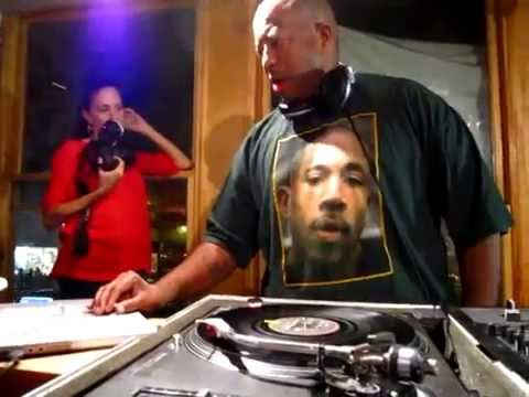 DJ Premier on the 1's and 2's (Part 1 of 3) @ Fat Beats, NYC (The Final Day)