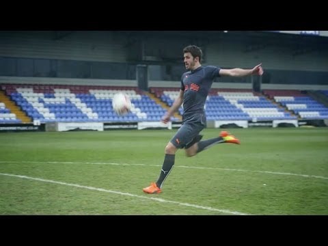 FourFourTwo trains with Michael Carrick