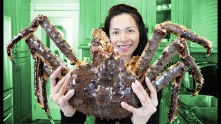 GIANT LIVE ALASKAN KING CRAB in Bloves Sauce