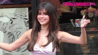 Download Lagu Selena Gomez Is Mobbed By Fans At Her Coach In Store Appearance At The Grove 9.5.18 Gratis STAFABAND