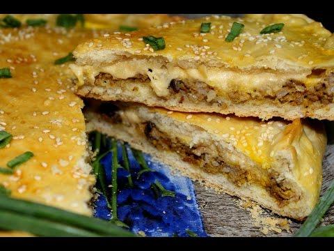 Мясной пирог с сыром и грибами