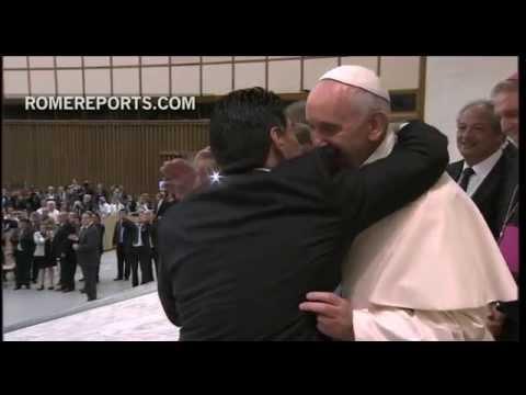 El histórico abrazo del Papa Francisco y Maradona Papa