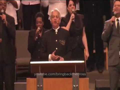 Benny Hinn sings Hymns of Praise&Worship