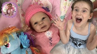 *WOW!* OPENING AMAZING GIFTS WITH REBORN BETHANY! *HAPPY MAIL MONDAY*
