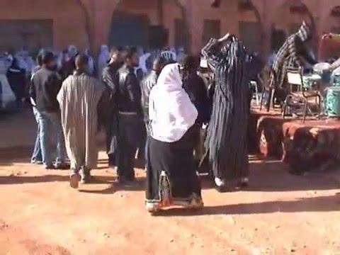 خديجة أوبلا مقدمة ملتقى بوطروش الثقافي للشعر الأمازيغي