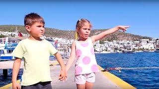 Играем в пиратов! Видео для детей. Отдых с детьми. Ищем клад и играем на пиратском корабле