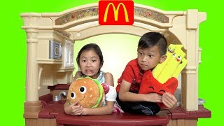 Pretend Play Mcdonalds Drive Thru with Building a Fast Food Kitchen Toy