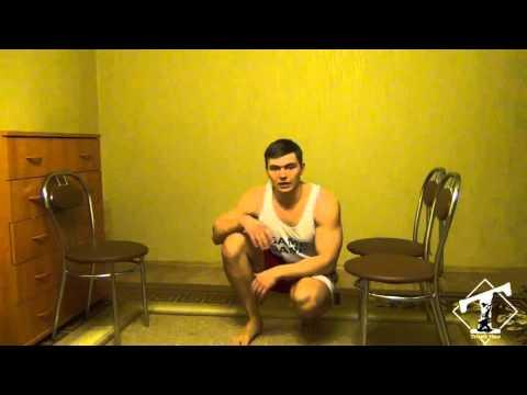 Накачать трицепс дома (обратные отжимания от стульев)