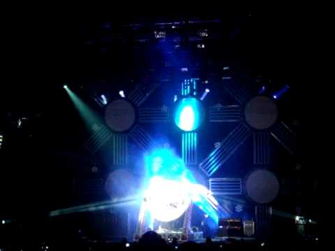 TRAVIS BARKER&#039;S AMAZING DRUM SOLO - LEEDS FESTIVAL 2010