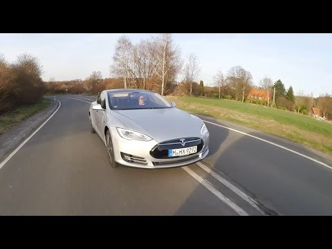 2014 Tesla model S p85+ driving review with speed. exterior and usability - Autogefühl