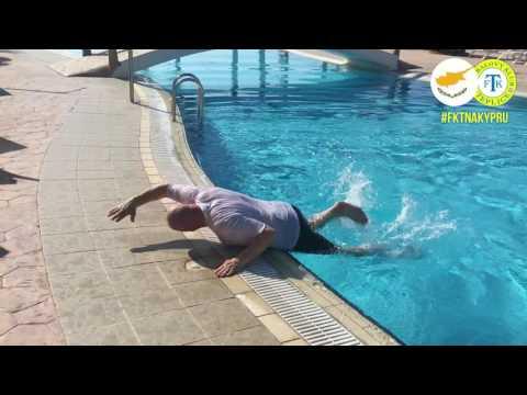 Eda skáče do bazénu (5.2.2017)