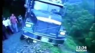 භයානක මාර්ගයක සිදුවූ රිය අනතුරක් Truck fall's off the most dangerous road in the world