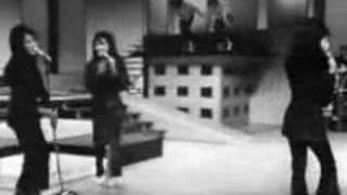The Ronettes sing Be My Baby