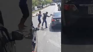 [STREET FIGHT] - Muaythai Champion vs Driver !