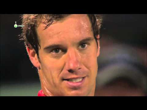 Richard Gasquet gets angry against the chair umpire...