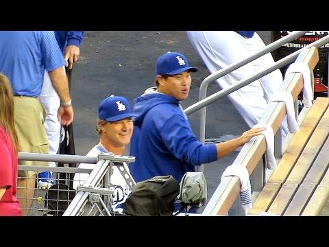 Ryu, Mattingly & Uribe Quiet Dugout Funniness 9-5-2014