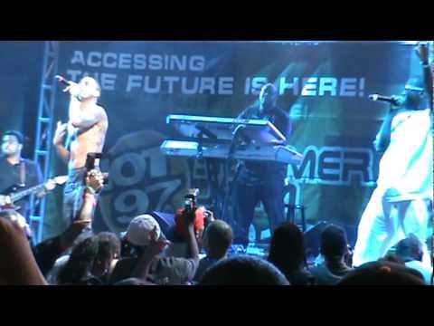 Trey Songz Summer Jam 2010 Kisses Fan/Say Ahh Shirtless HQ/HD Video