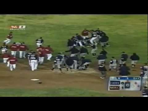 PELEA AGUILAS MEXICALI VS YAQUIS OBREGON FULL SCREEN (BRONCA Y MAS PUTASOS)